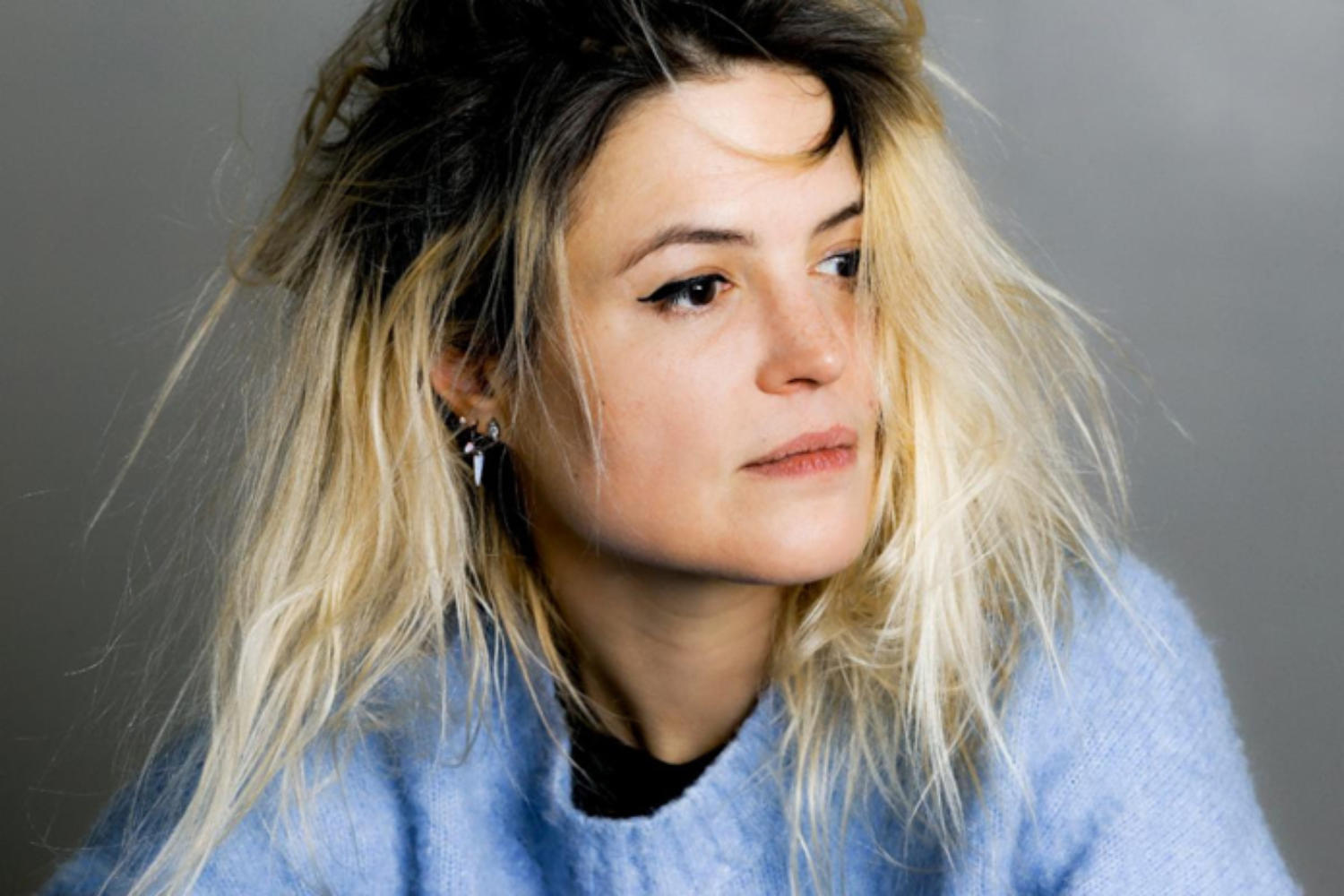 Alison Mosshart releases debut solo single 'Rise'