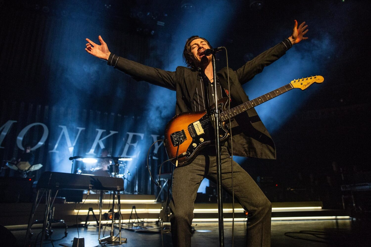 Arctic Monkeys unleash live video of 'Arabella'