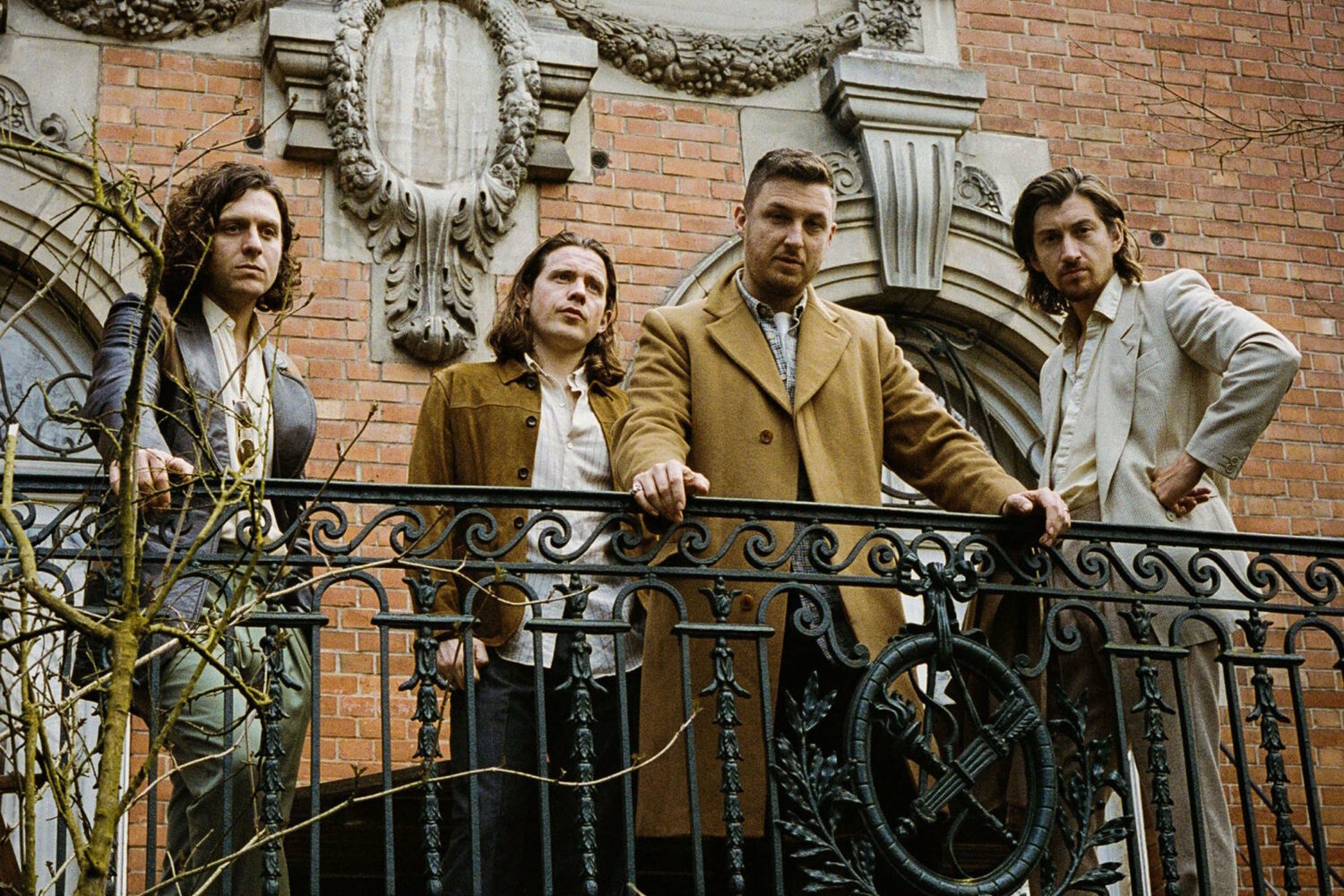 """Arctic Monkeys to release new song 'Anyways' as part of 'Tranquility Base Hotel & Casino' 7"""""""