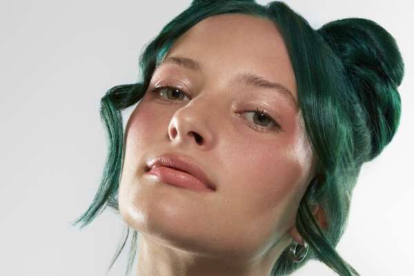 Au/Ra reveals new single 'Screw Feelings'