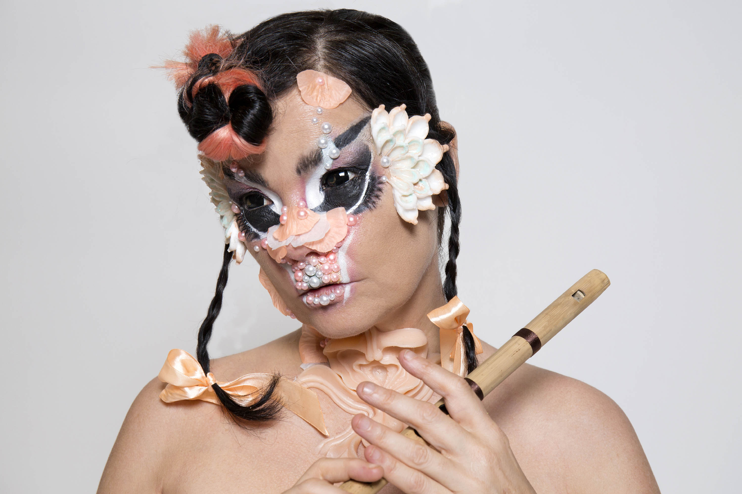 Watch Björk, LUMP and The Breeders play on Jools