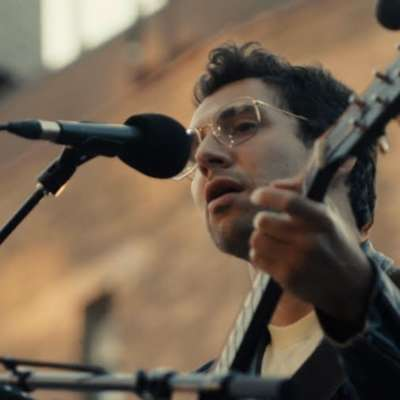 Bleachers perform 'chinatown' and '45' live