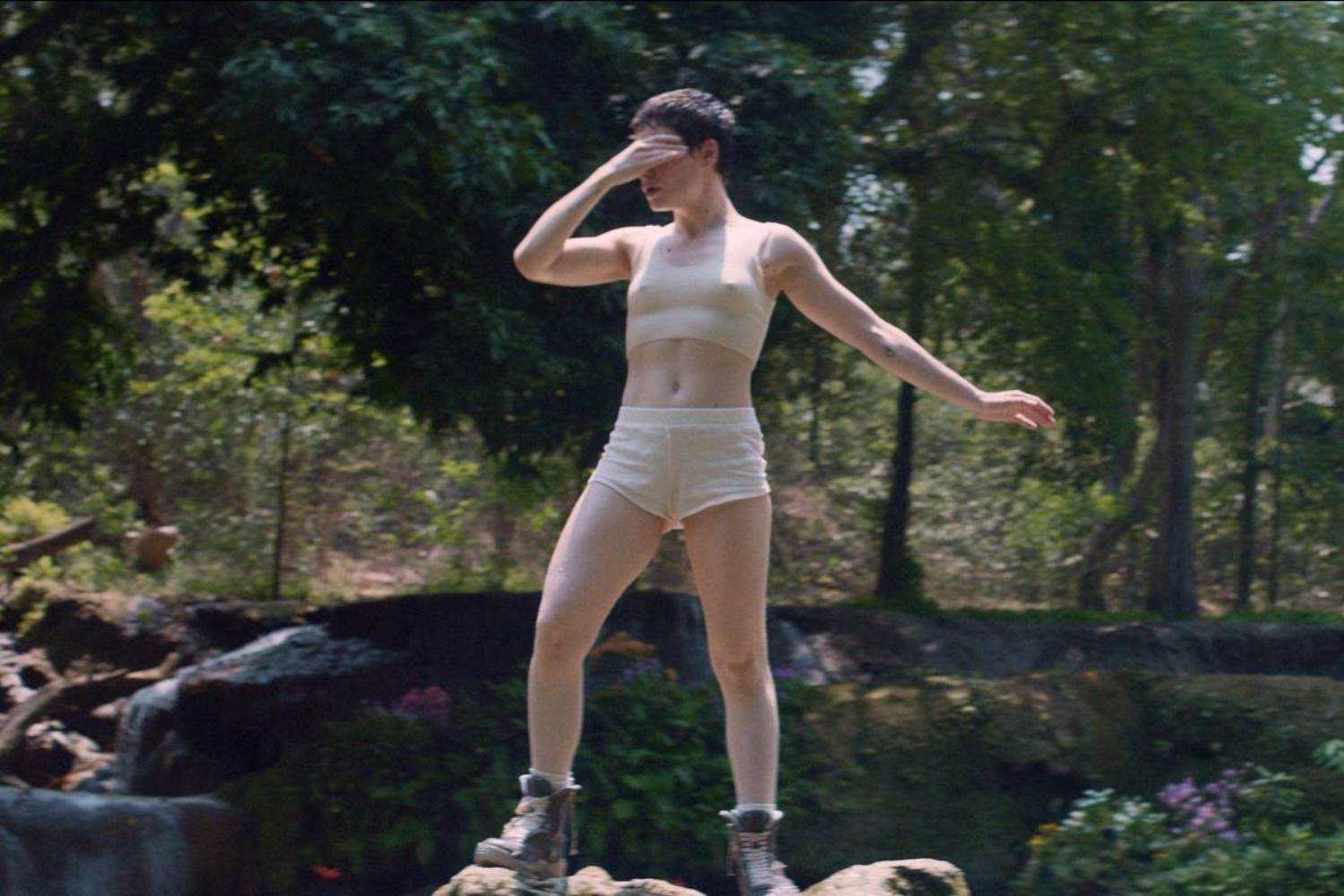 Christine & The Queens shares 'Comme Si' video