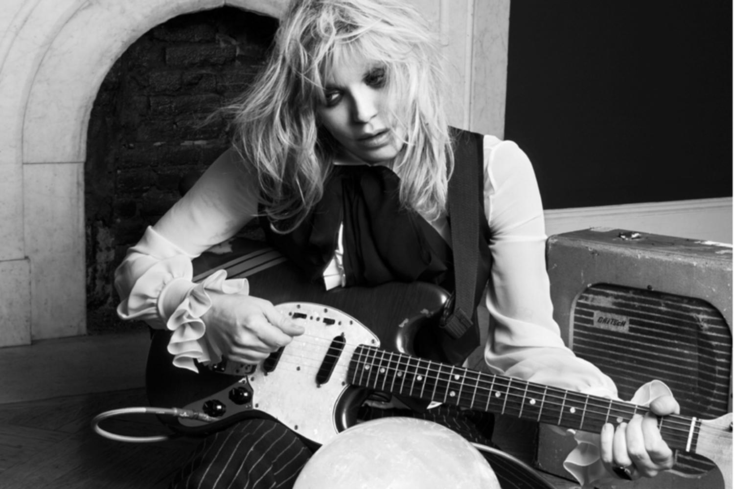 "Courtney Love's Uber is being attacked with ""metal bats"" in Paris strike"