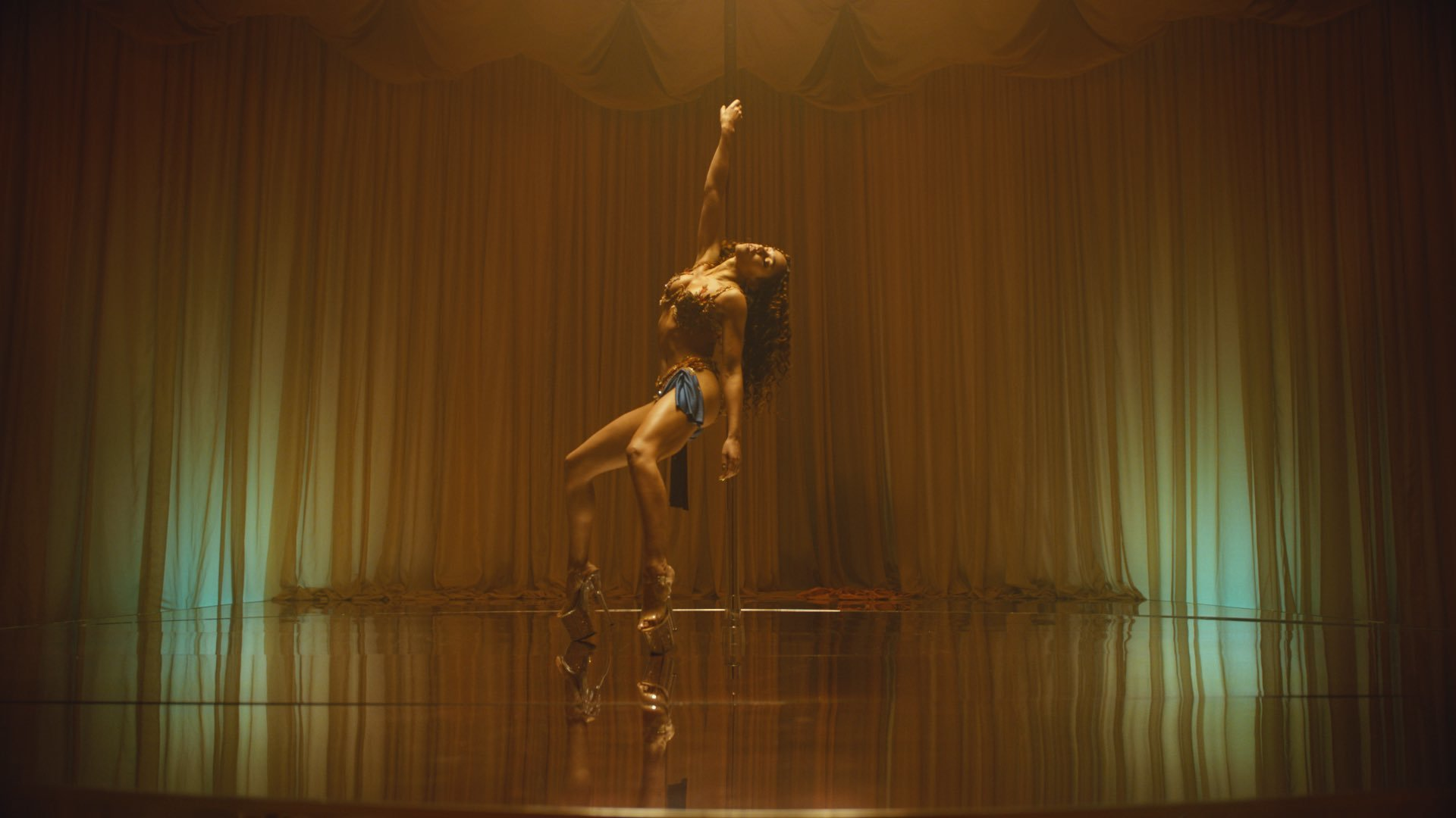 FKA twigs returns with 'Cellophane'
