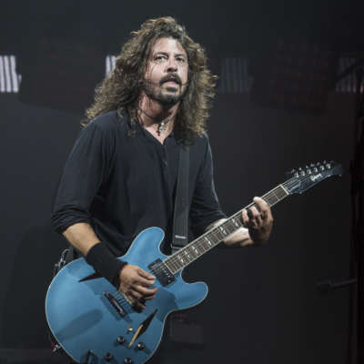 Foo Fighters put things to rights with Glastonbury 2017 headline set