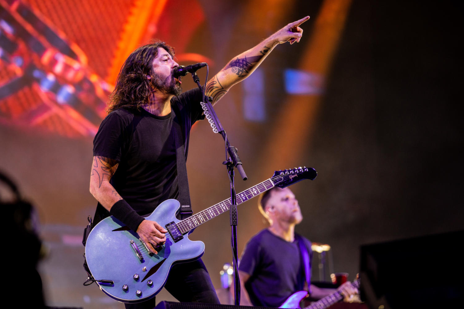 Foo Fighters postpone upcoming Van Tour