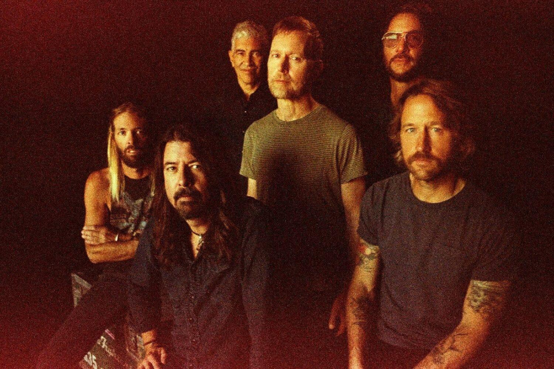 Foo Fighters cover 'Run Rudolph Run'