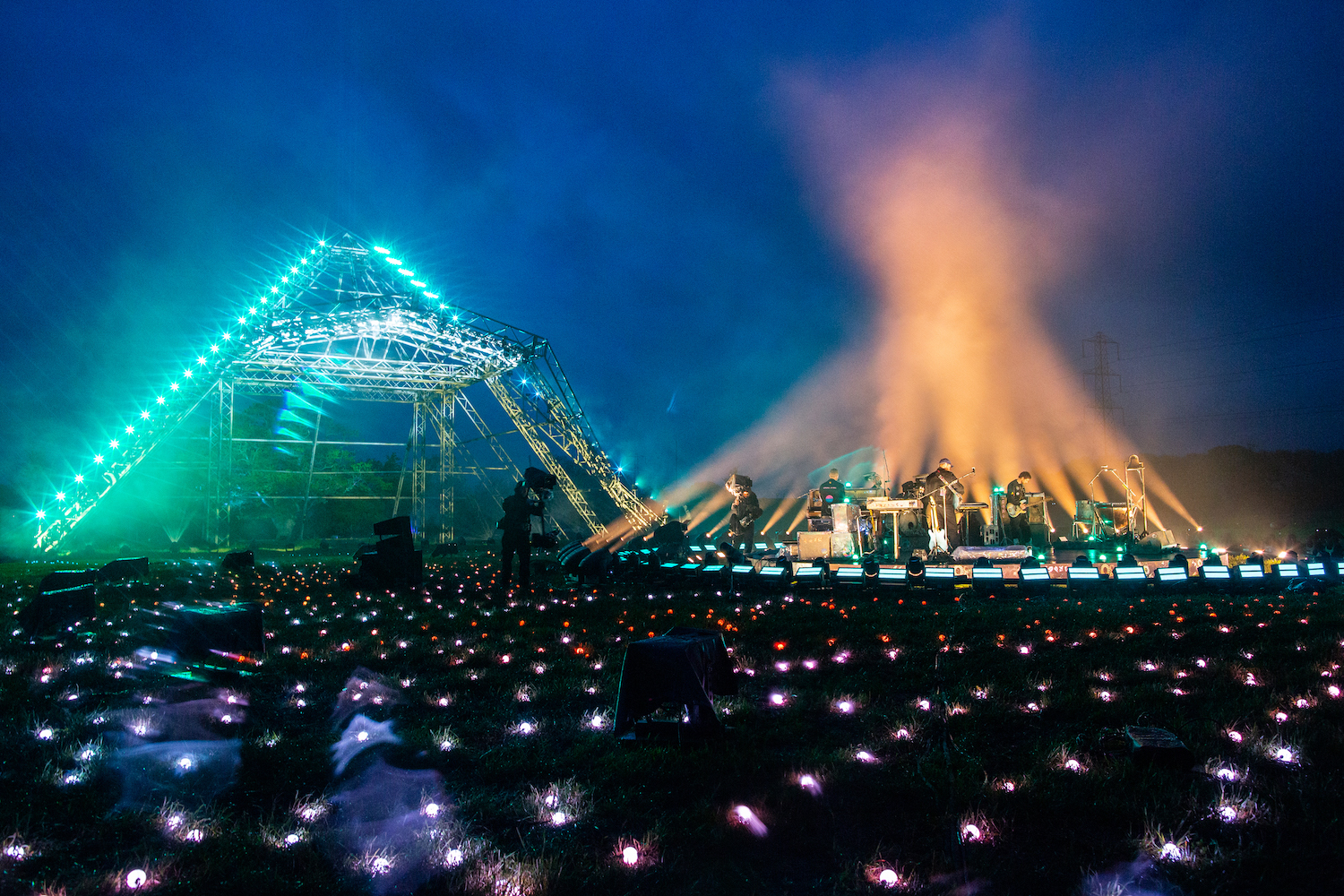 Glastonbury festival's live stream is an exemplary exercise in bringing atmosphere to the screen