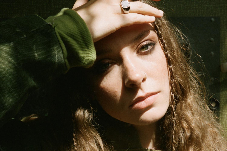 Watch Holly Humberstone take 'Scarlett' to US TV