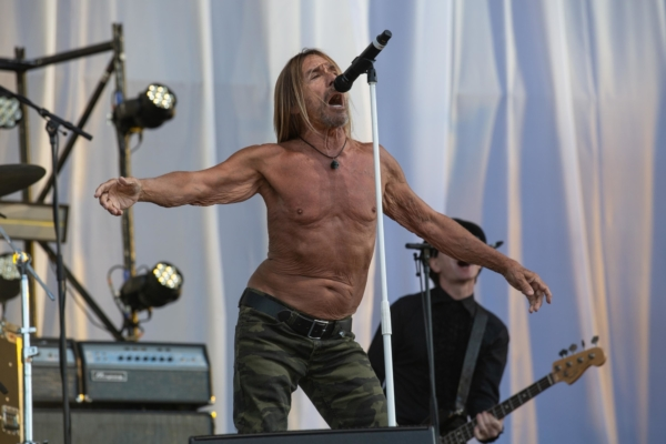 Iggy Pop releases 'James Bond' video