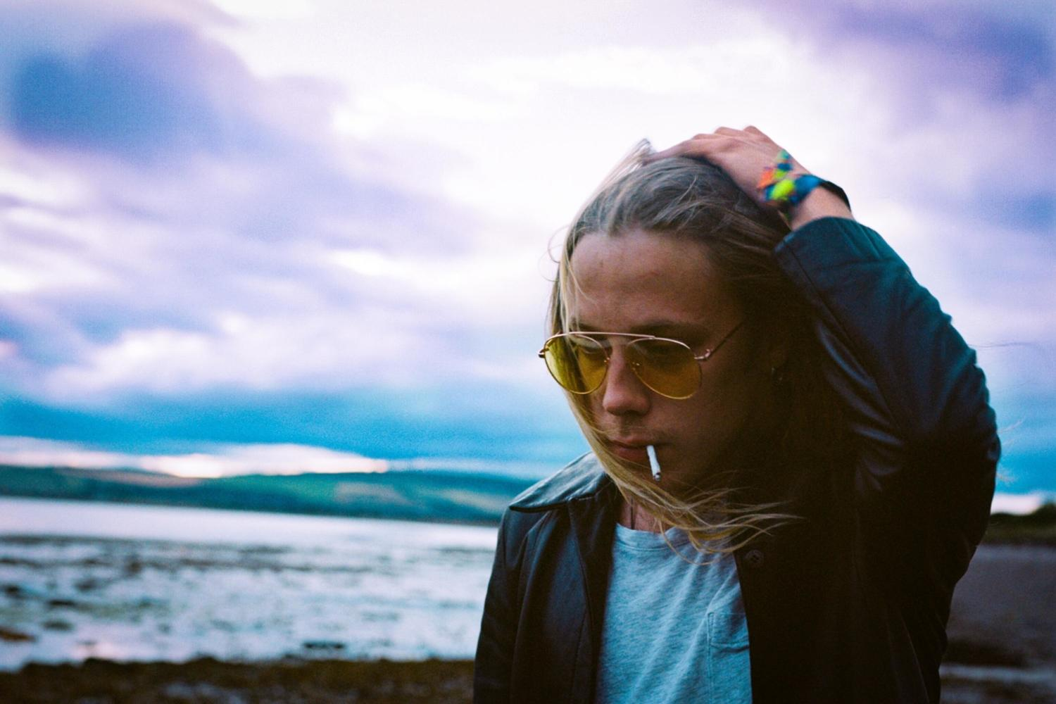 Isaac Gracie announces new EP 'Close Up – Looking Down'
