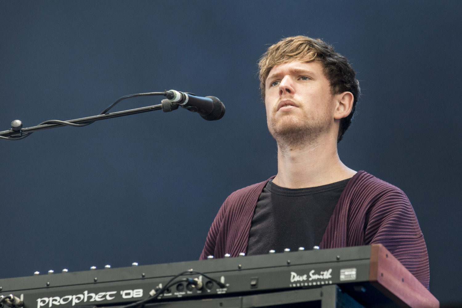 James Blake plays three new songs live, incorporating a Radiohead cover