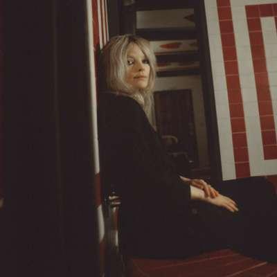 Jessica Pratt shares new single 'Poly Blue'
