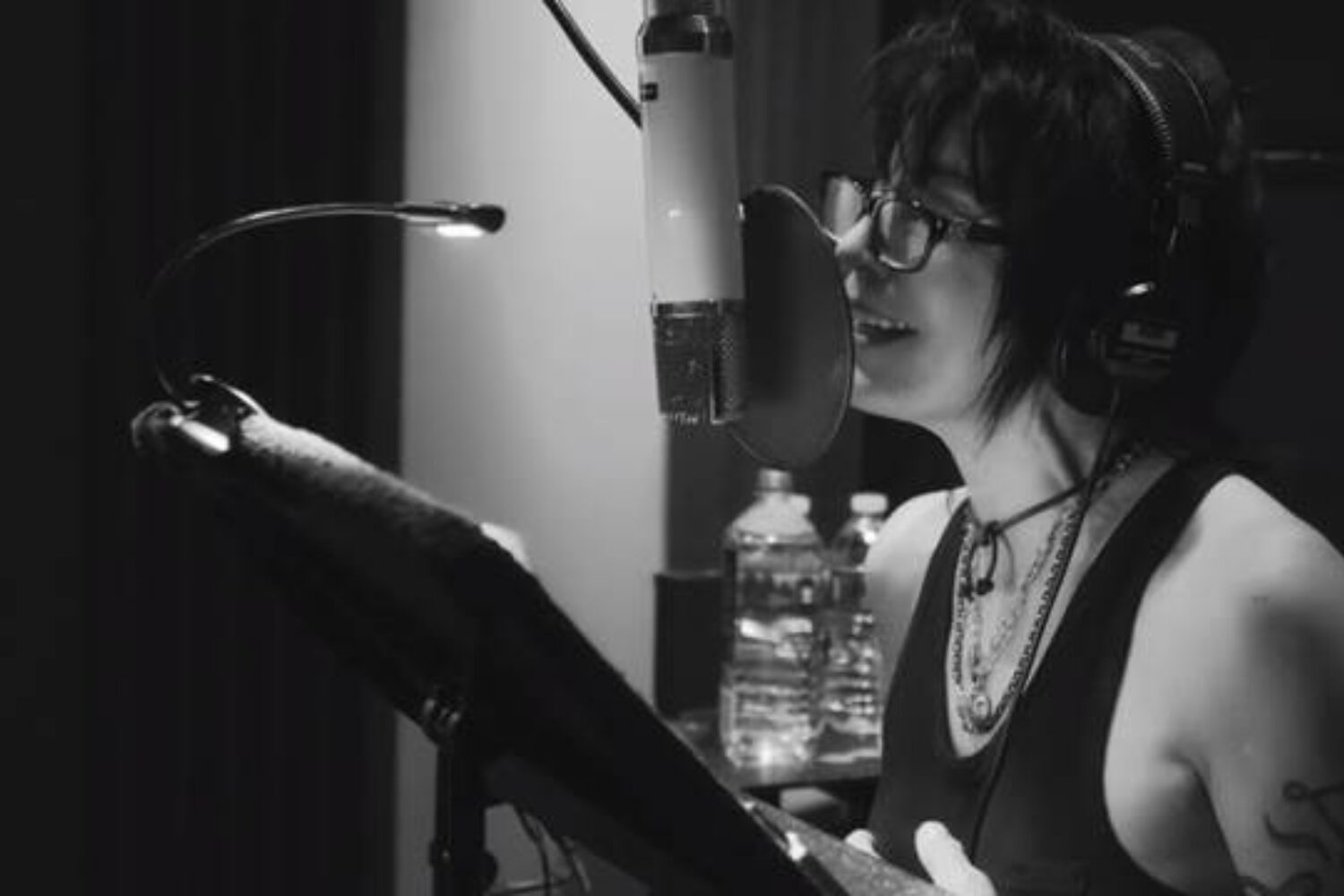 Joan Jett covers T.Rex's 'Jeepster'