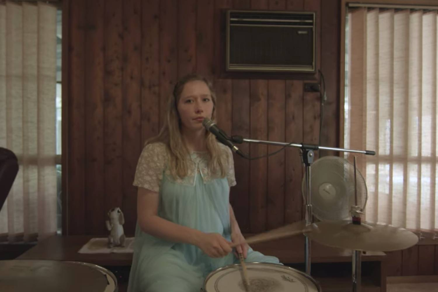 Julia Jacklin shares new track 'Pressure To Party'