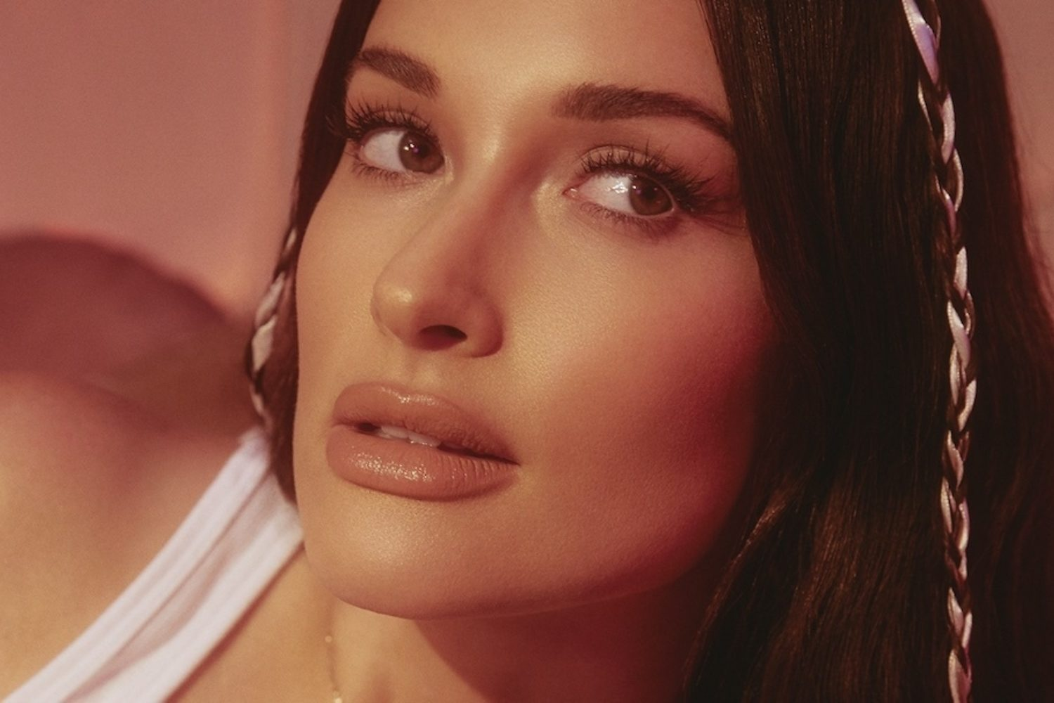 Kacey Musgraves reveals new track 'justified'