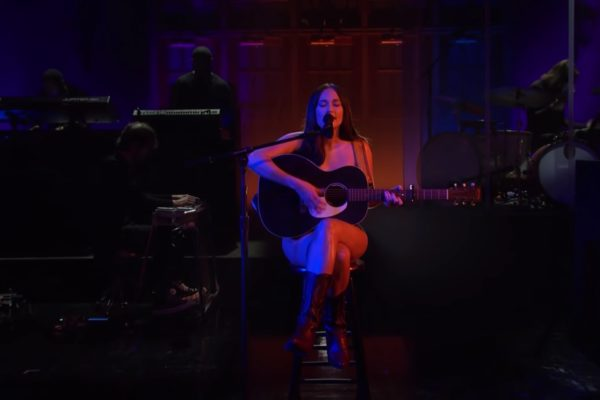 Watch Kacey Musgraves perform 'Justified' and 'Camera Roll' on SNL