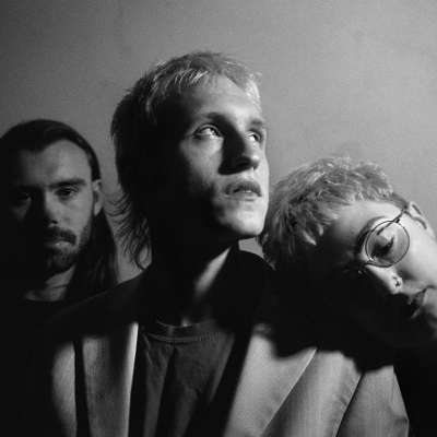 Kagoule make a driving return on 'Monsieur Automaton'