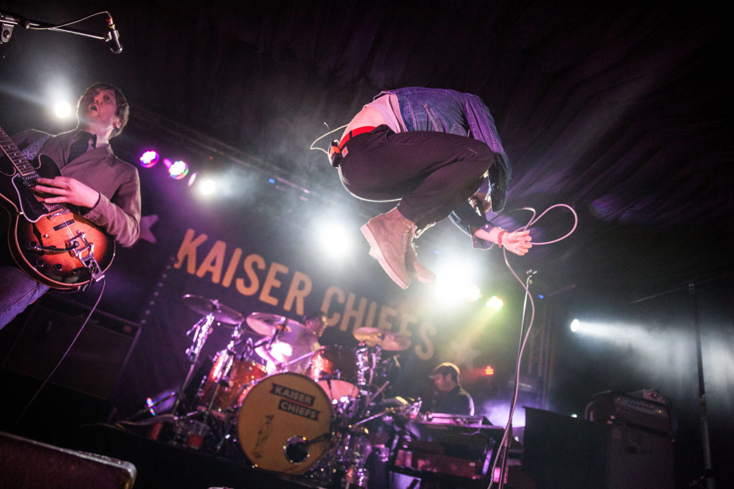 Watch Kaiser Chiefs cover Dolly Parton's '9 To 5'