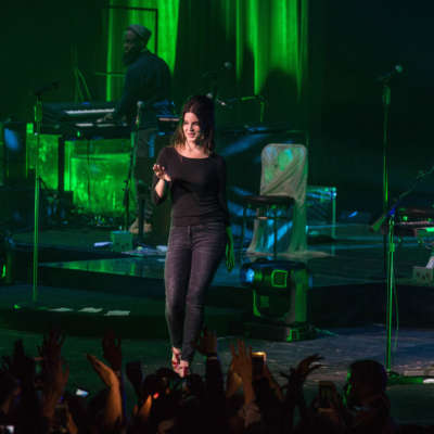 Watch Lana Del Rey play 'Mariners Apartment Complex' live for the first time