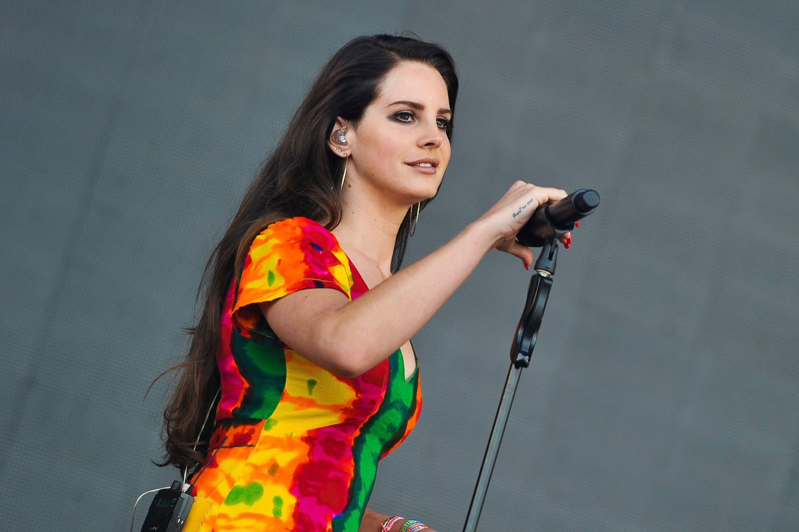 Lana Del Rey confirmed to play Glastonbury Festival