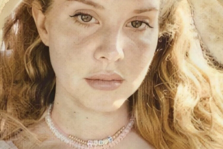 Lana Del Rey announces new album 'Blue Banisters'