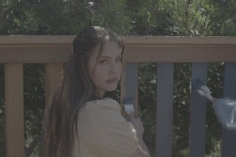 Lana Del Rey reveals 'Blue Banisters' video