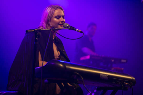 Låpsley adapts wonderfully at Reading 2016