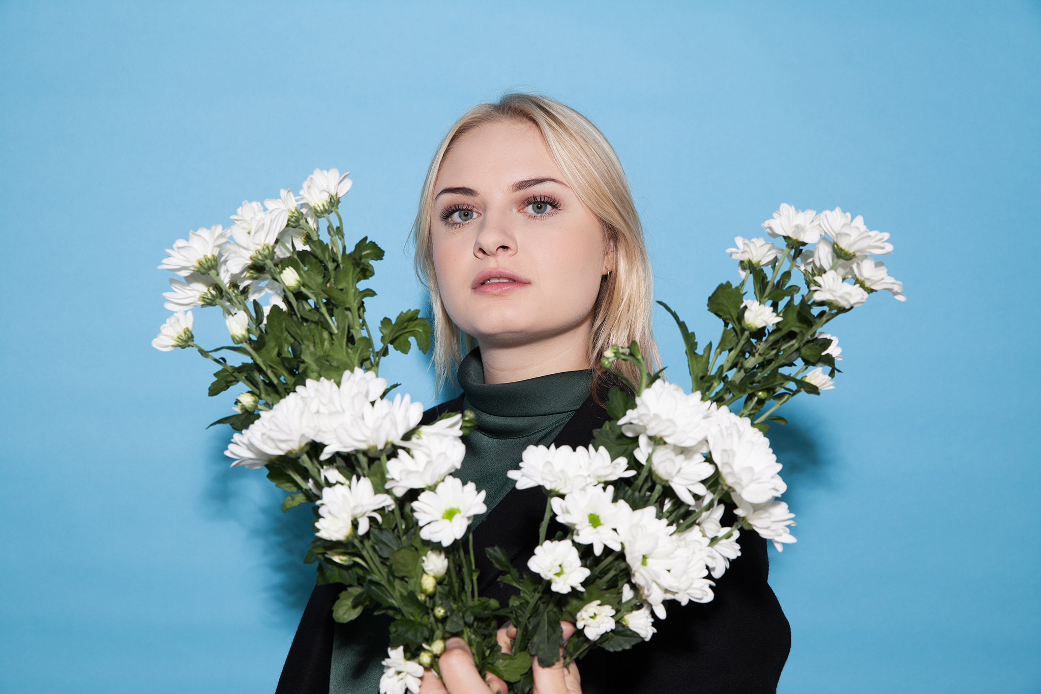Låpsley, from school pupil to pop star