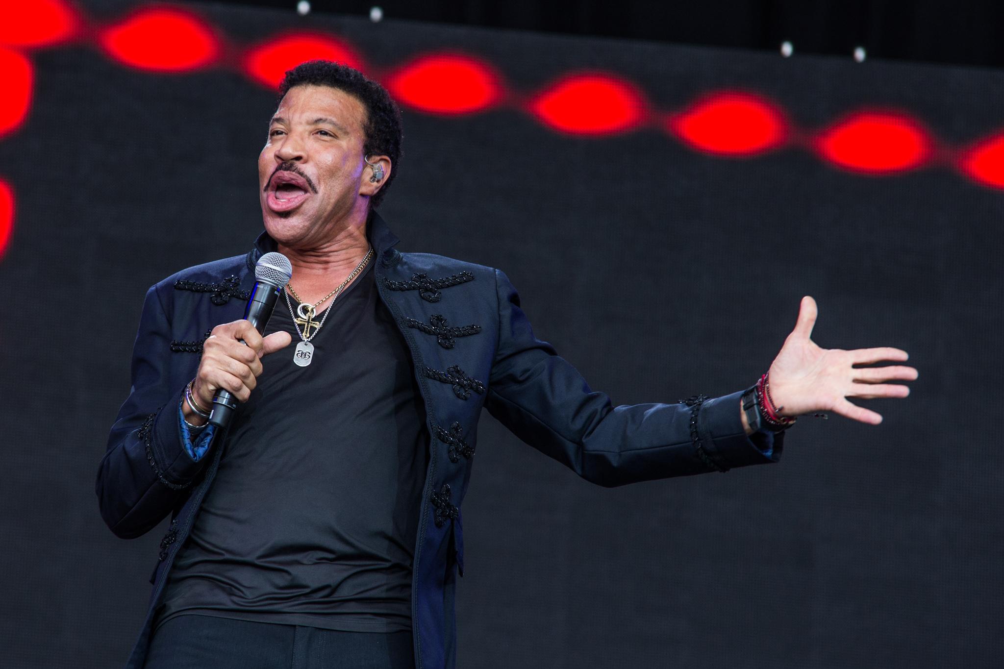 Lionel Richie embraces Glastonbury 2015's legend slot