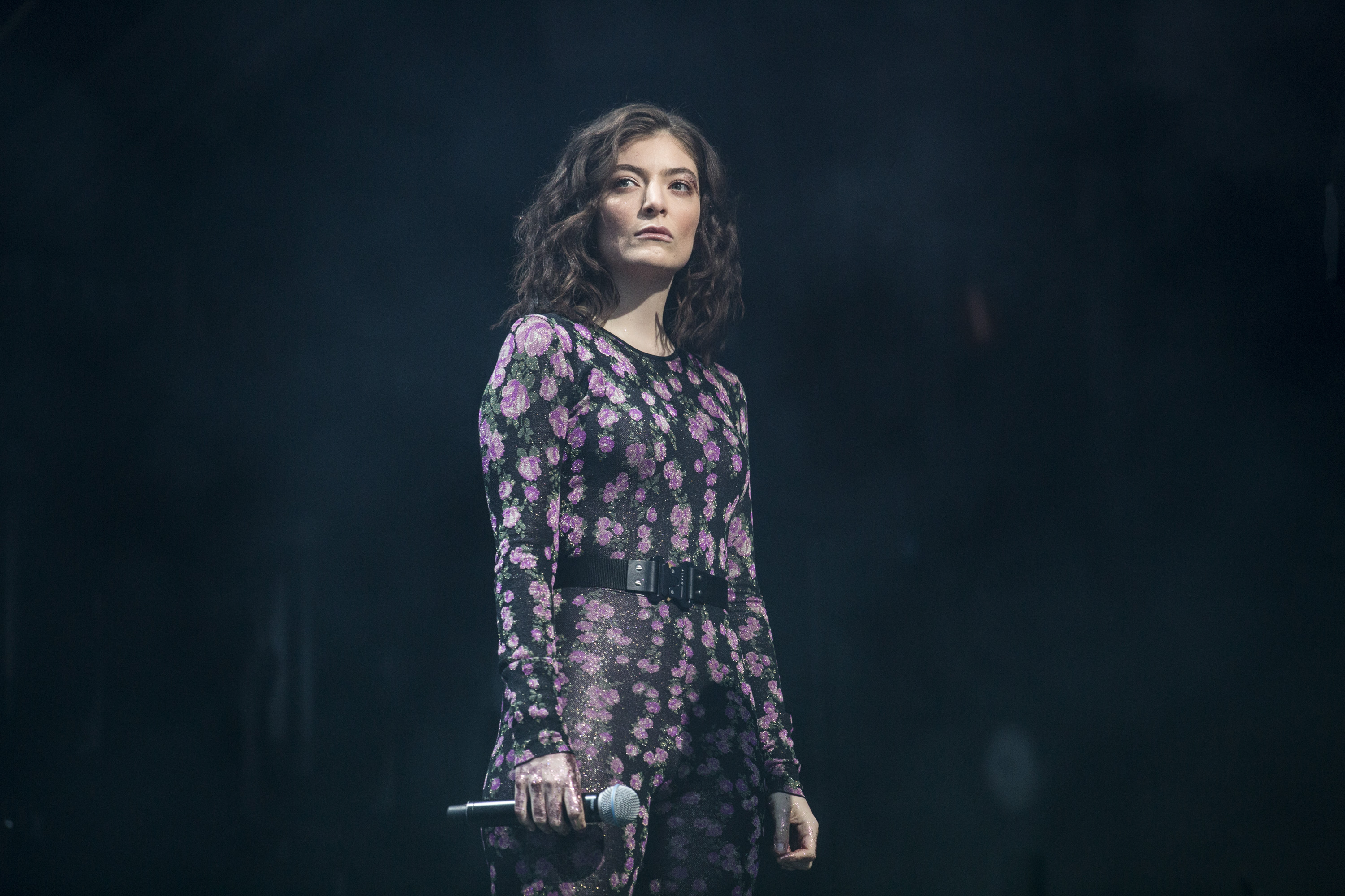 Lorde shines in sunset Glastonbury 2017 slot