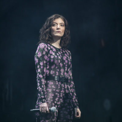 Watch Lorde cover Kanye West in Chicago