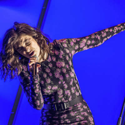 Lorde shines in sunset Glastonbury 2017 slot