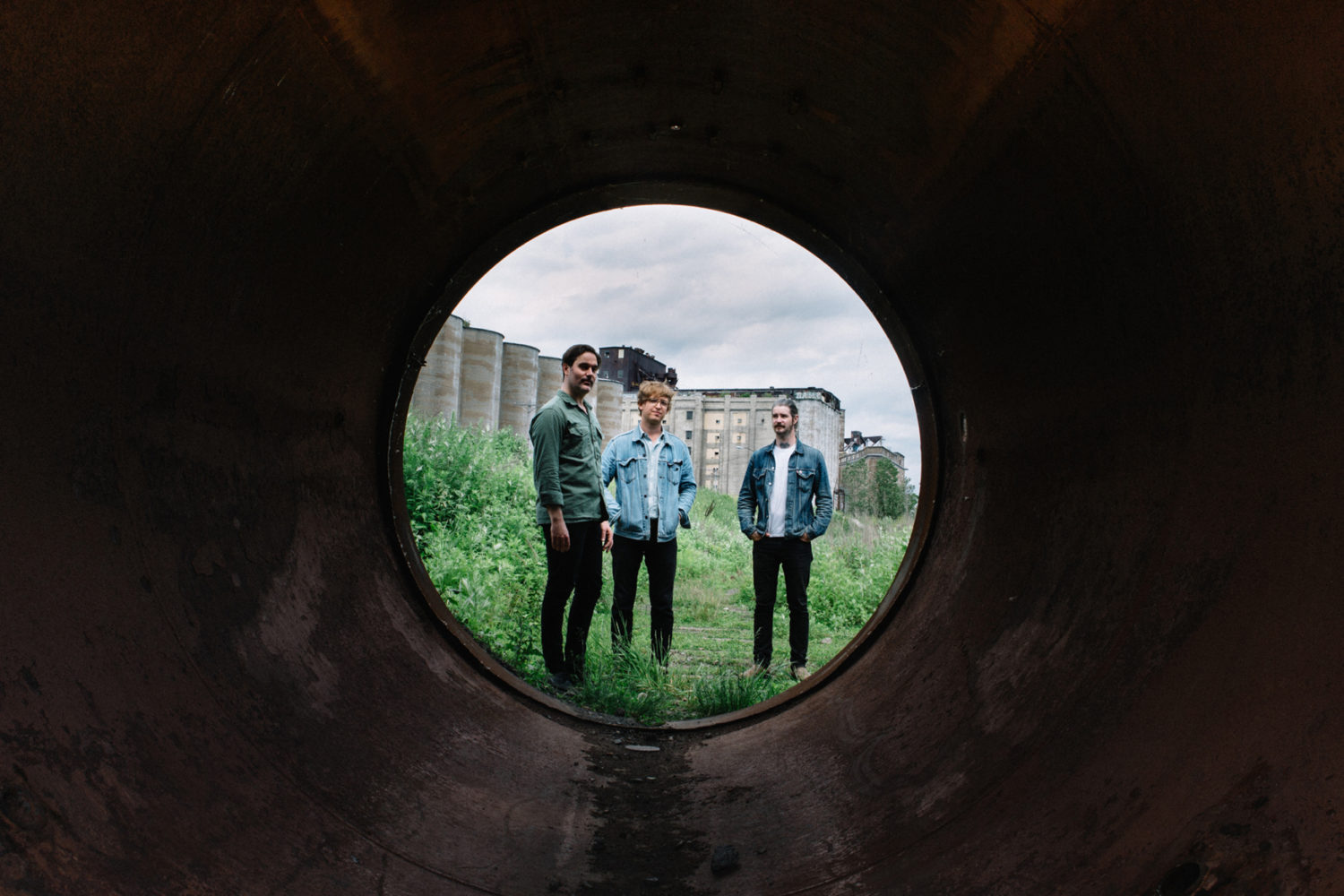 METZ share new track 'Drained Lake'