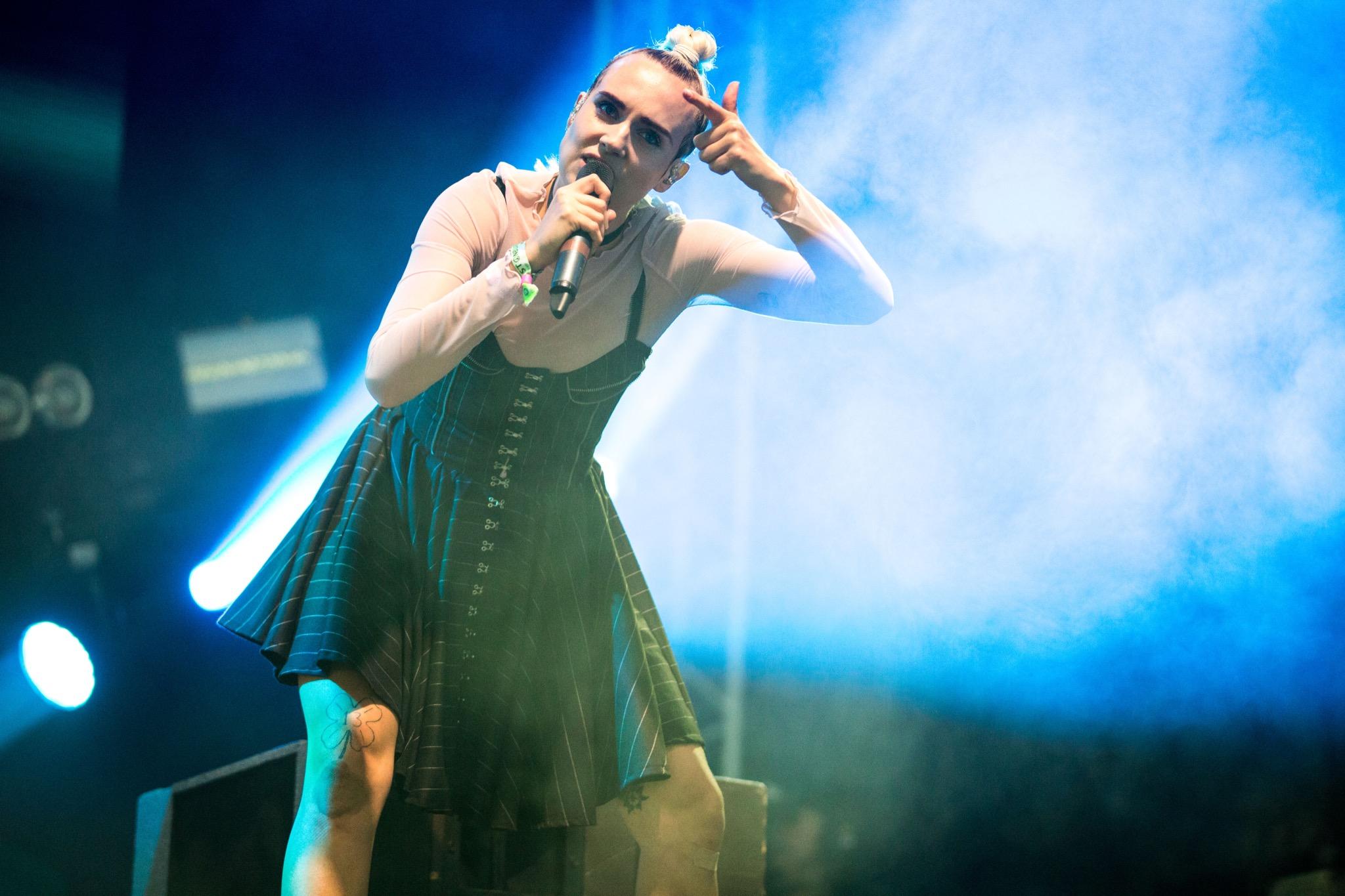 MØ brings pandemonium to Glastonbury 2016