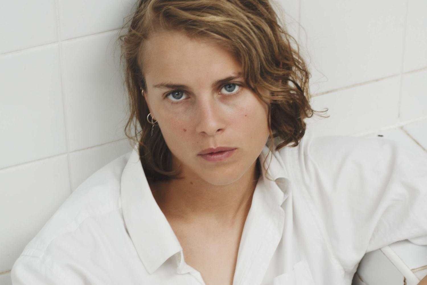 Marika Hackman shares two new 'Covers'
