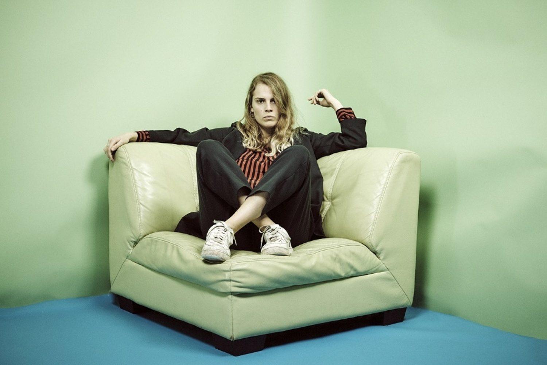 Marika Hackman shares new album taster 'Violet'