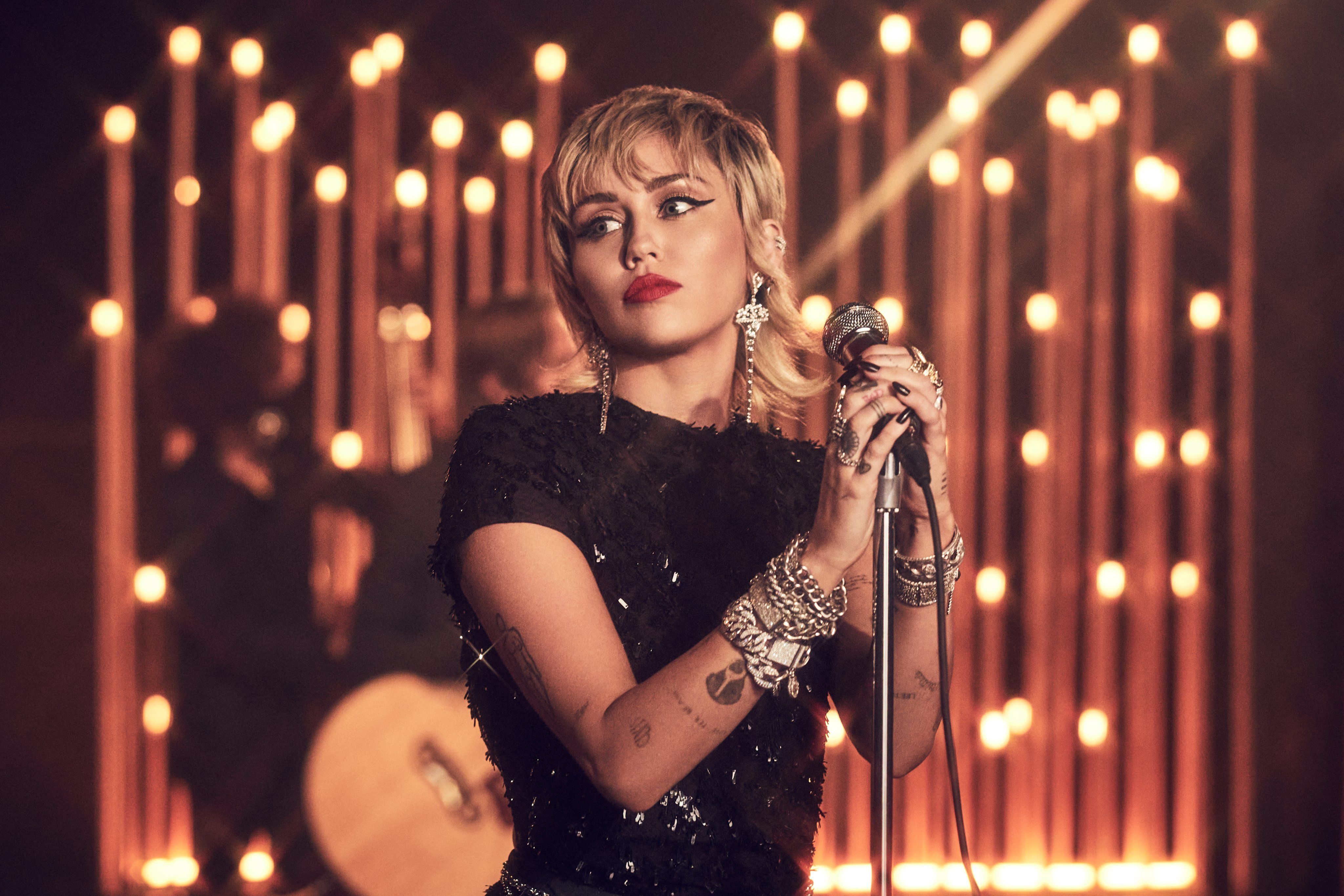 Miley Cyrus covers Billie Eilish's 'my future'
