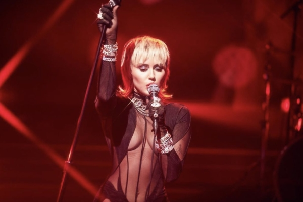 Miley Cyrus covers Blondie's 'Heart Of Glass'