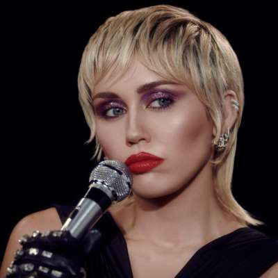 Miley Cyrus covers The Cranberries and The Cure