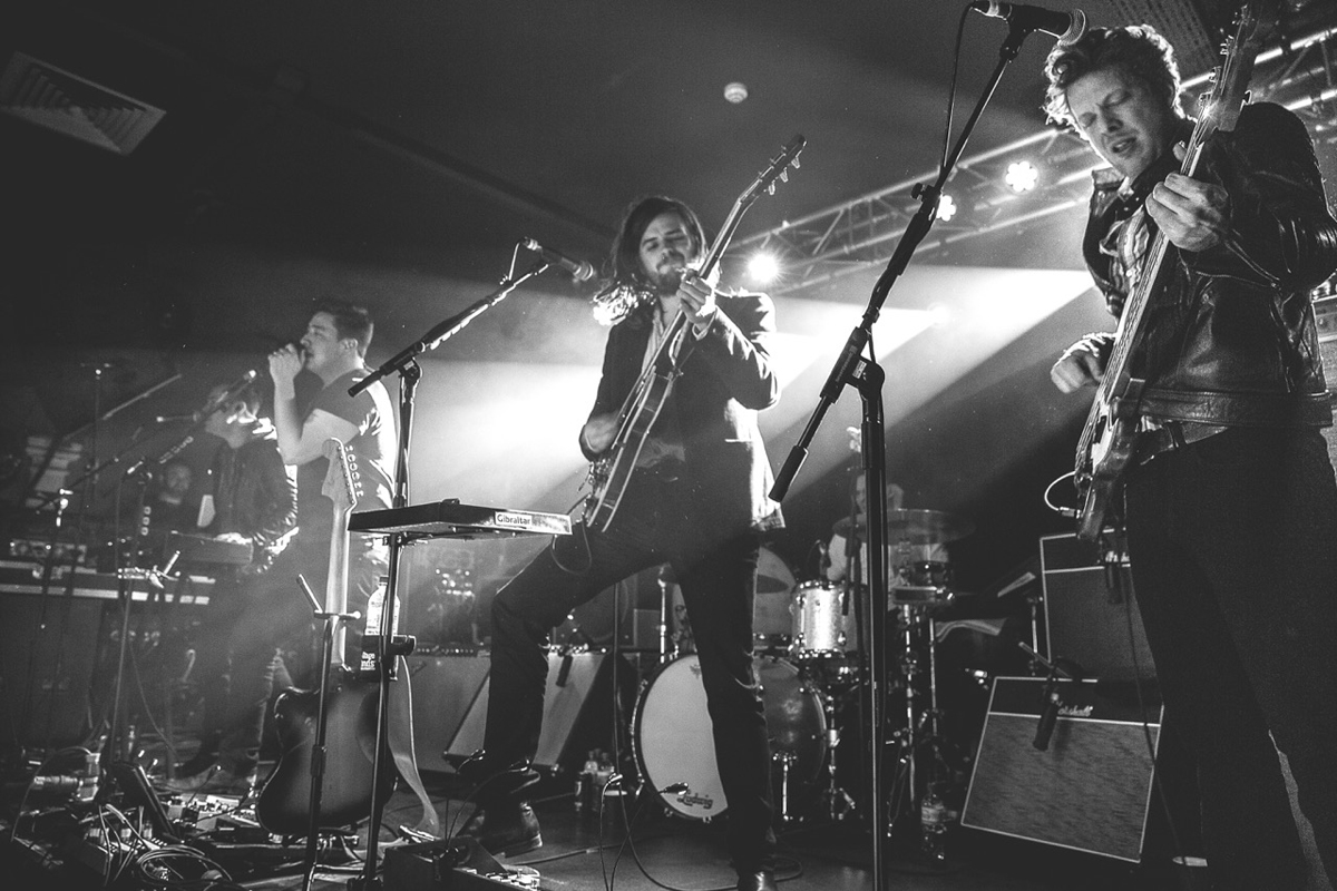Mumford and Sons showcase 'Wilder Mind' at tiny London show