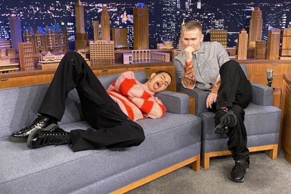 Mura Masa and slowthai unleash 'Deal Wiv It' on Jimmy Fallon