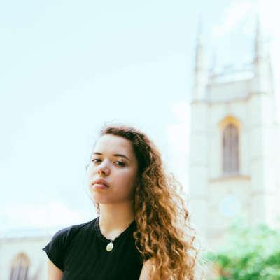 Nilüfer Yanya shares ALASKALASKA remix of 'Baby Luv'