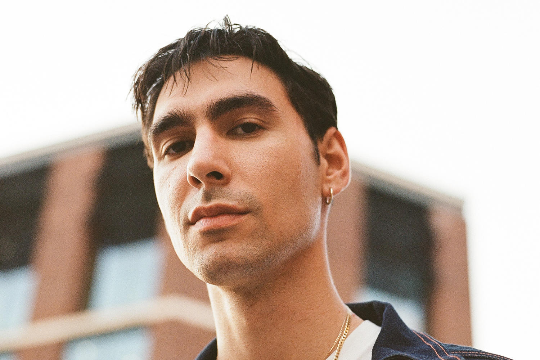 Oscar shares new track 'Runaway'