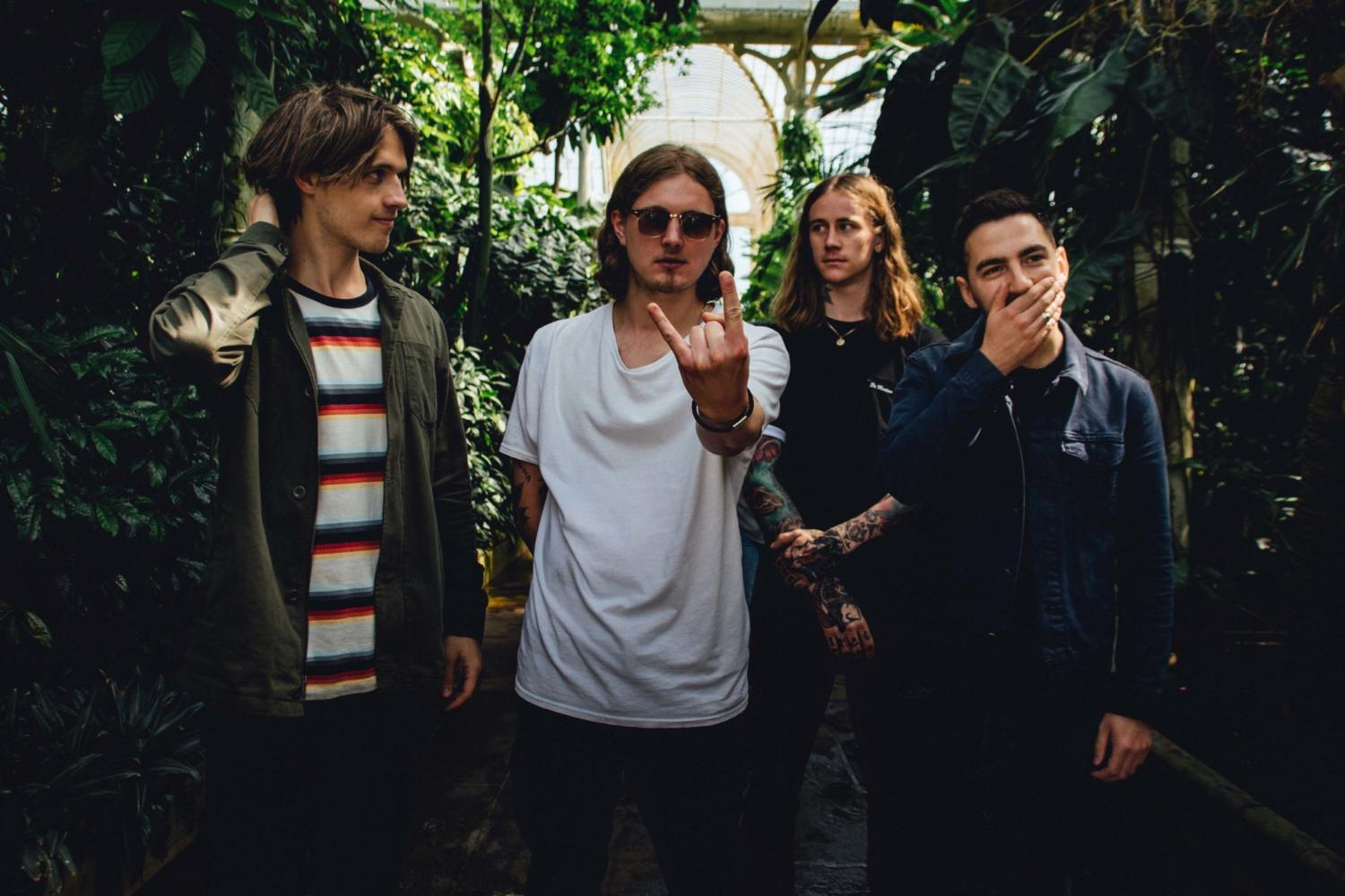 Para Alta's new single 'Turn The Lights Out' is a brilliant rush of blood