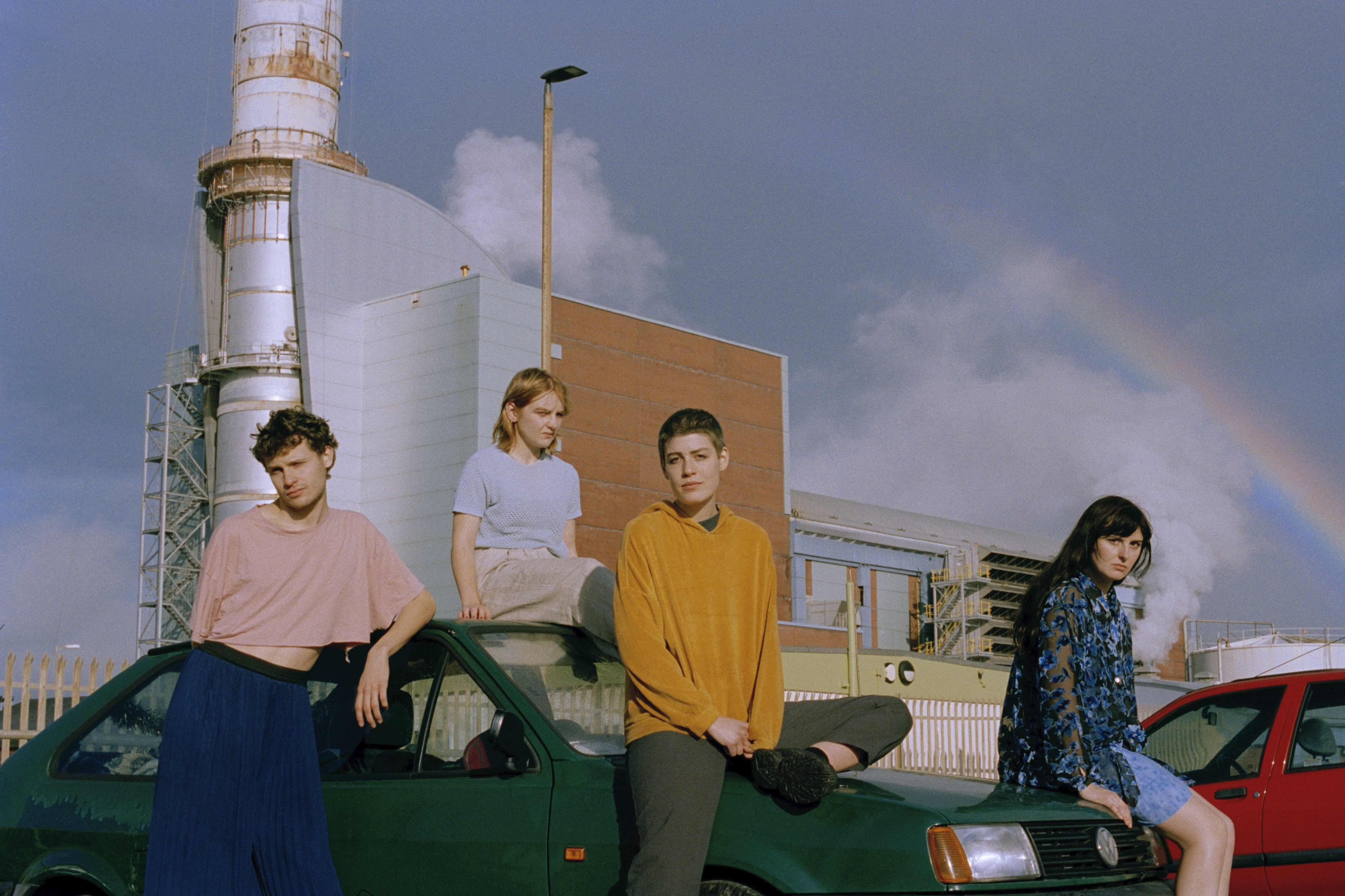 Porridge Radio unveil new single 'Circling'