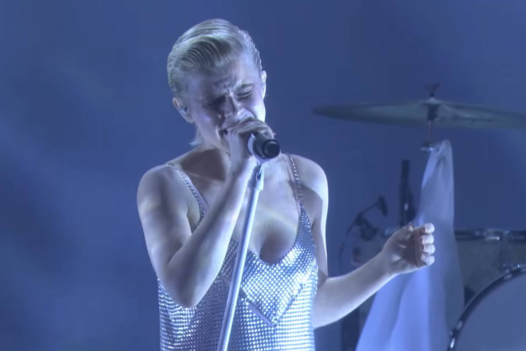 Watch Robyn perform 'Ever Again' live on TV