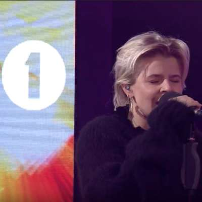 Robyn covers 'Last Christmas' and performs 'Honey' in the Live Lounge