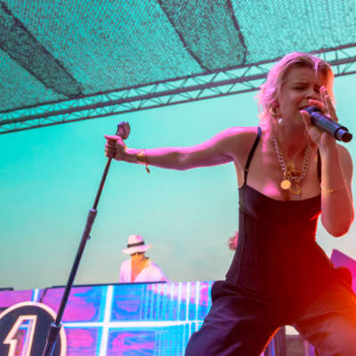 Robyn announces Madison Square Garden show